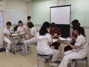 研修に参加している看護師たち